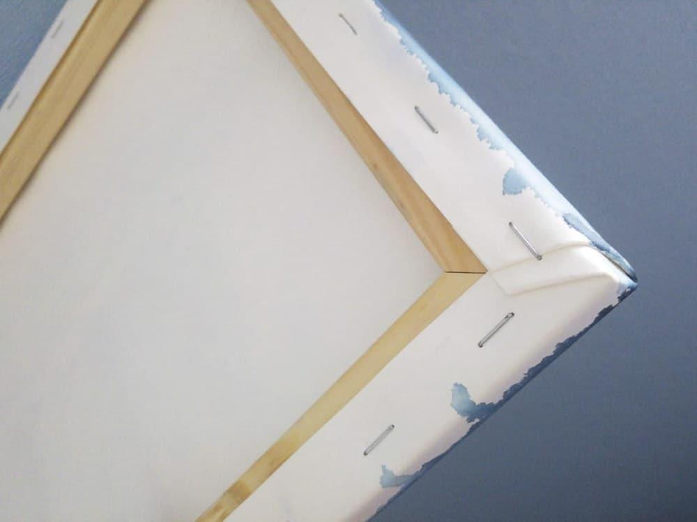 Rückseite des Aqua Keilrahmens mit Ansicht der Heftung
